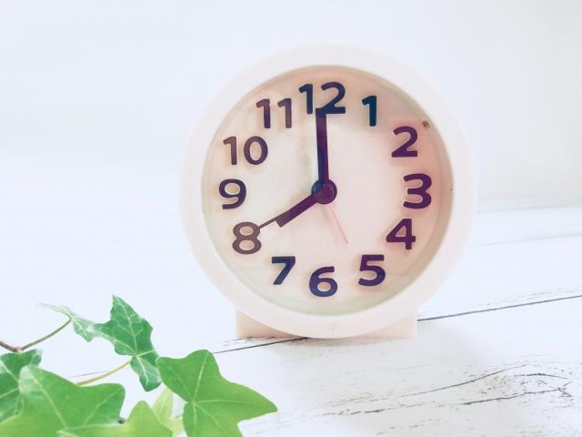 8時の時計