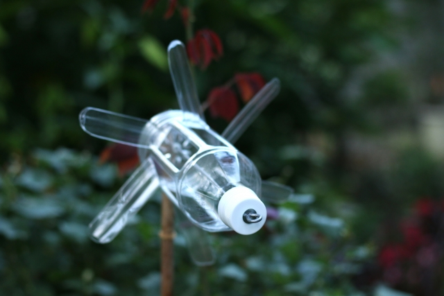 ペットボトル風車(モグラ除け)