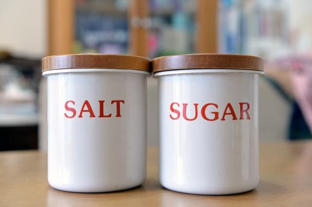 砂糖と塩は色が同じで紛らわしい